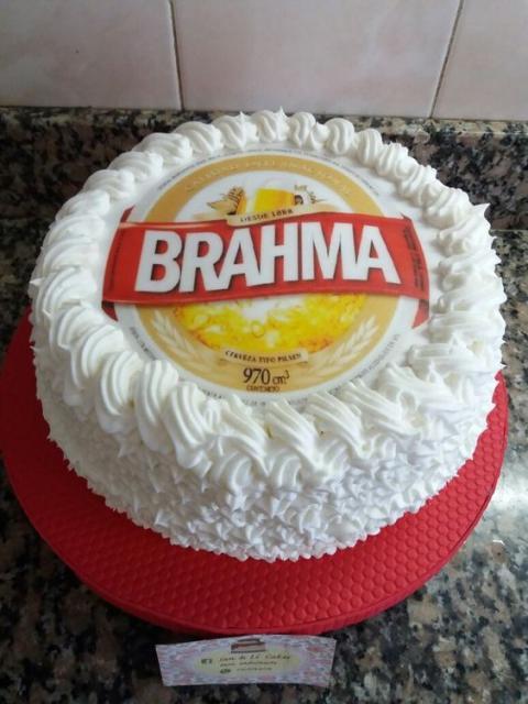 Bolo da brahma decorado com chantilly branco