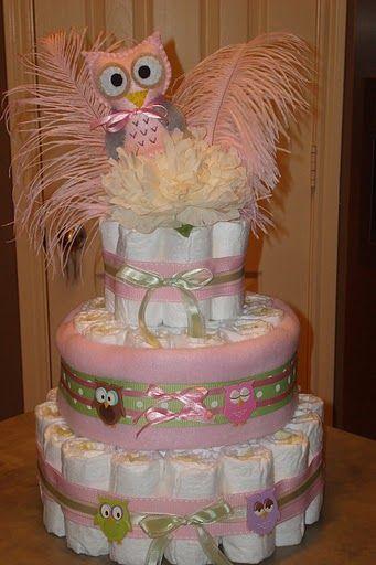 Bolo de coruja com fraldas e plumas rosas