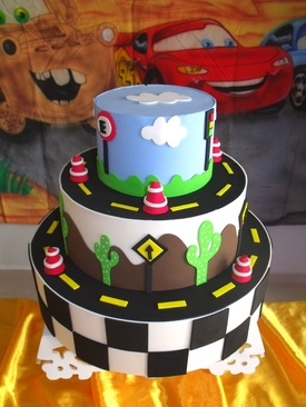 As colagens e os detalhes deixam o bolo com um lindo aspecto