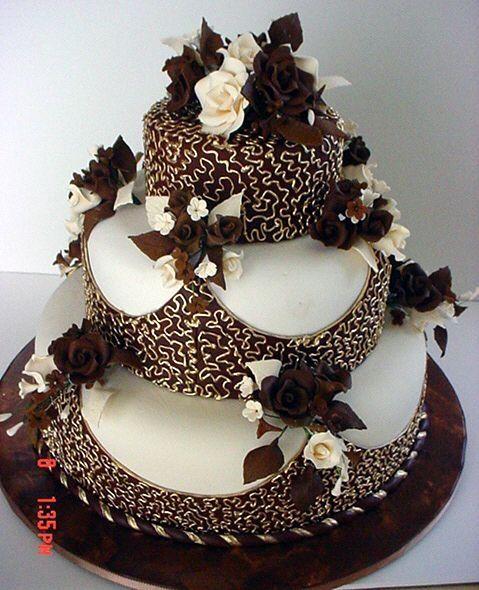 Bolos diferentes: Decoração com flores de chocolate