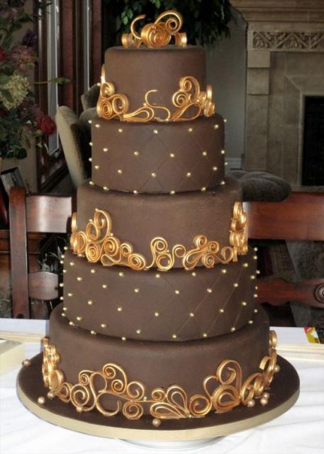 Bolos diferentes: Decoração com chocolate e apliques de caramelo