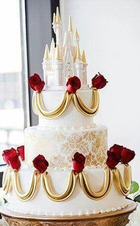 Bolos diferentes de casamento com castelo no topo