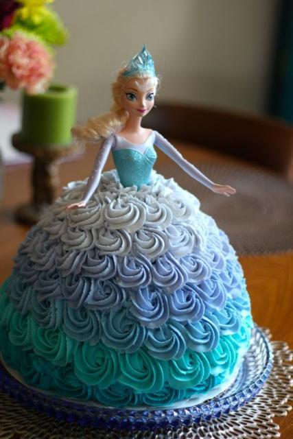 Bolos diferentes decorado com chantilly: Frozen
