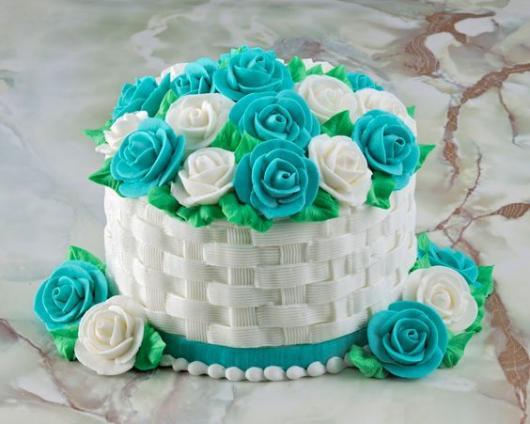 Bolos diferentes decorado com chantilly: Cesta de flores