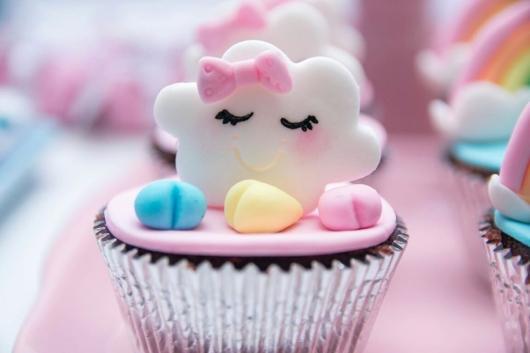 Cupcake Chá de Bebê: Chuva de Amor com aplique de nuvem