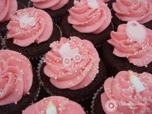 Cupcake Chá de Bebê: Rosa com aplique de carrinho de bebê
