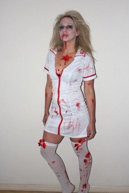 Fantasia de zumbi feminina: Enfermeira com vestido curto