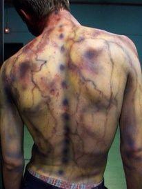 Fantasia de zumbi: Masculina com pintura corporal