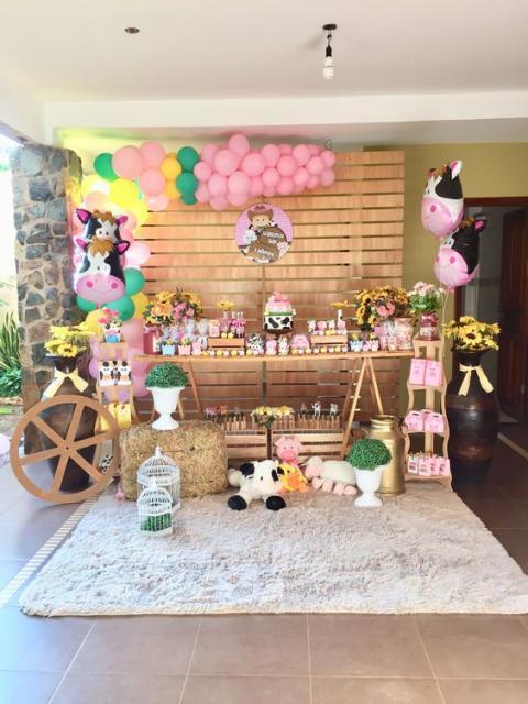 Festa fazendinha rosa decoração rústica com painel de pallet