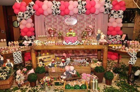 Festa fazendinha rosa decoração rústica com balões