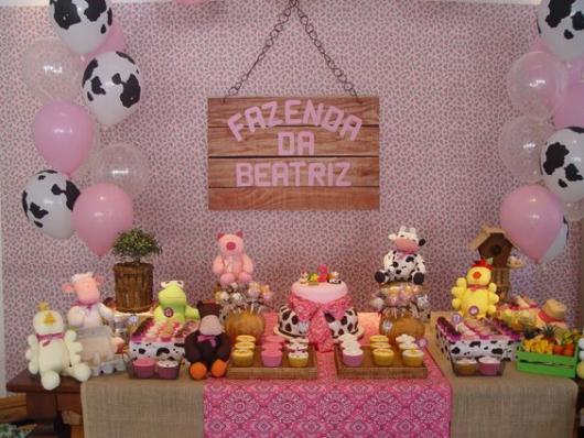 Festa fazendinha rosa decoração simples bichinhos de pelúcia