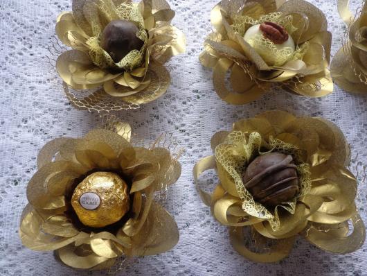 Forminhas para doces finos dourada
