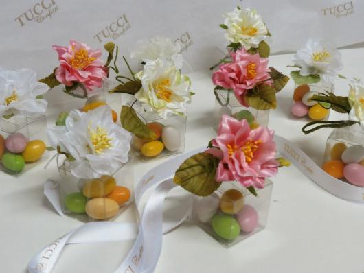 Lembrancinhas Primavera saquinho de balas com aplique de flores
