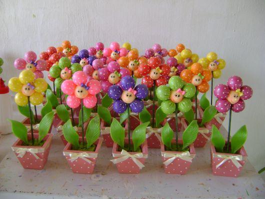 Lembrancinhas Primavera vasinho de flores em biscuit