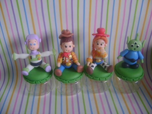 Experimente fazer lembrancinhas Toy Story de biscuit