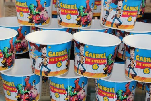 pote de pipoca é outra solução personalizada para festa Toy Story