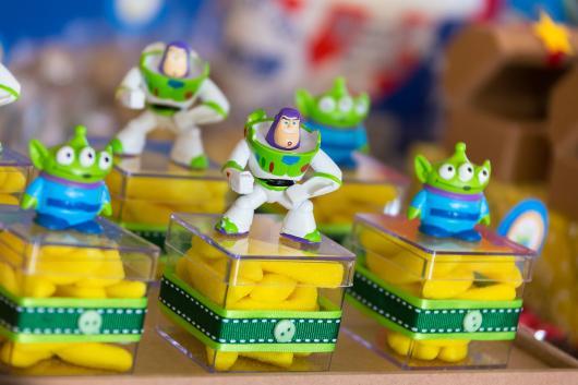 Caixinhas com balas e decoradas do Toy sTory
