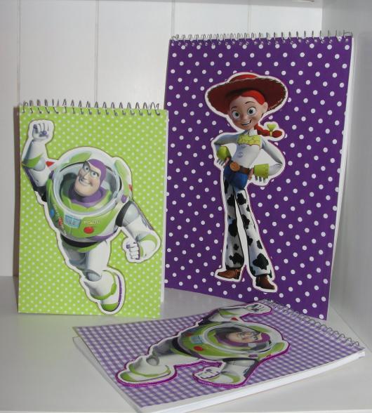 Outra alternativa são os cadernos e scrapbooks do Toy Story