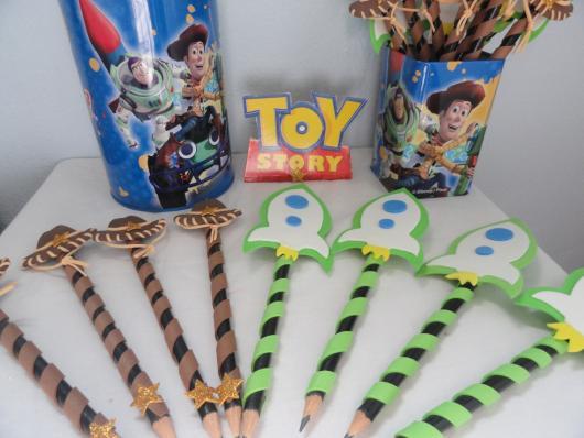 Veja uma ideia de personalização de lápis do Toy Story