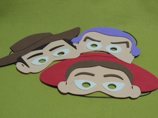 Faça também máscaras dos personagens de Toy Story com EVA