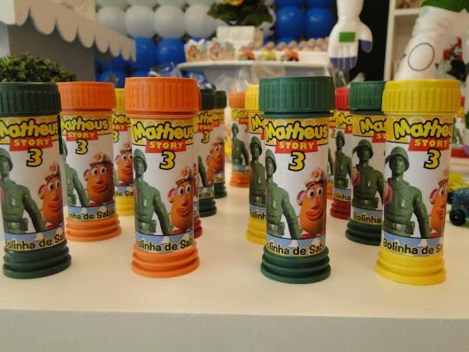 Até mesmo os potinhos de bolhas de sabão podem ter rótulos do Toy Story