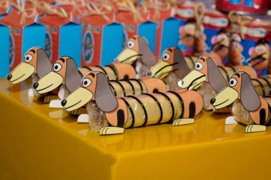 Lembrancinha criativa inspirada no Slinky do Toy Story