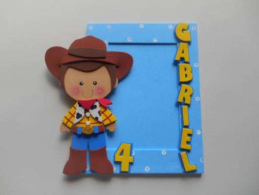 O EVA pode ser usado para fazer portas retratos de Toy Story