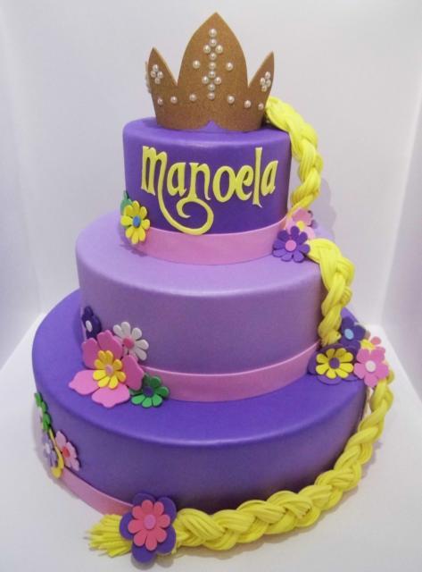Bolo de biscuit roxo e lilás da Rapunzel
