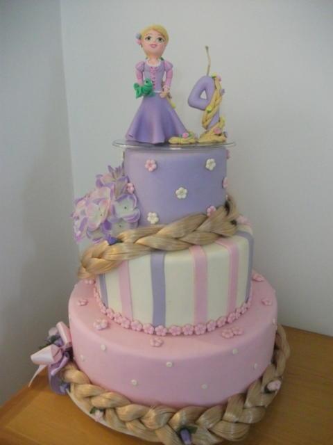 Bolo de biscuit cenográfico da Rapunzel