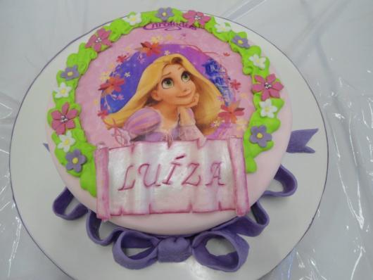 Dica de bolo de pasta americana com papel de arroz da Rapunzel