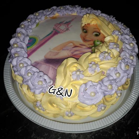 dica de bolo com chantilly branco da Rapunzel