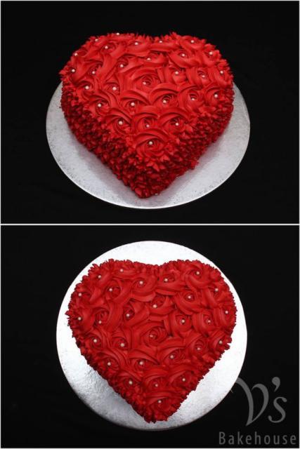 Bolo de coração com chantilly: Vermelho