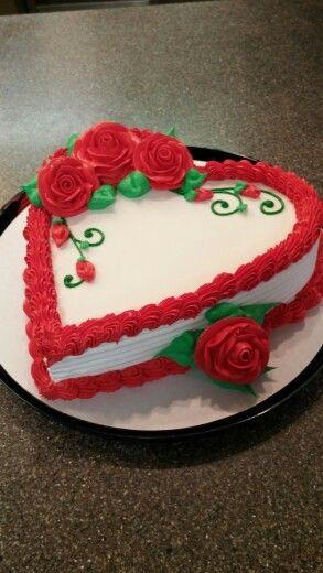Bolo de coração com chantilly: Com rosas