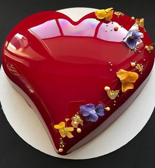 Bolo de coração: Vermelho com cobertura de açúcar