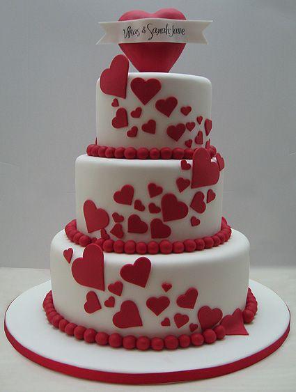 Bolo de coração para casamento: Com cascata de corações
