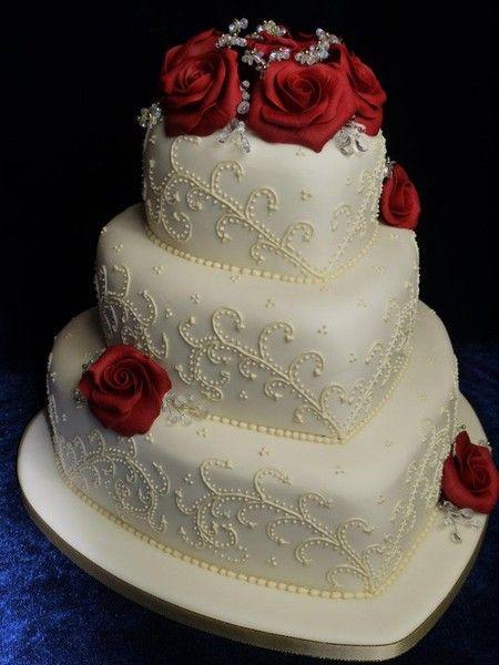Bolo de coração para casamento: Com flores