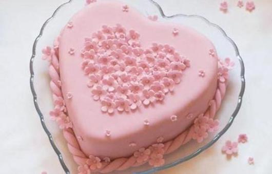 Bolo de coração para Dia das Mães: Rosa