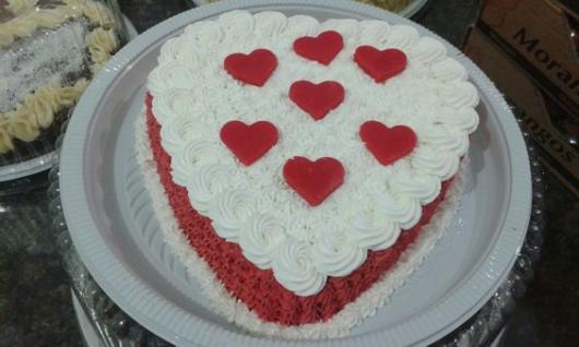 Bolo de coração para Dia das Mães: Vermelho e branco