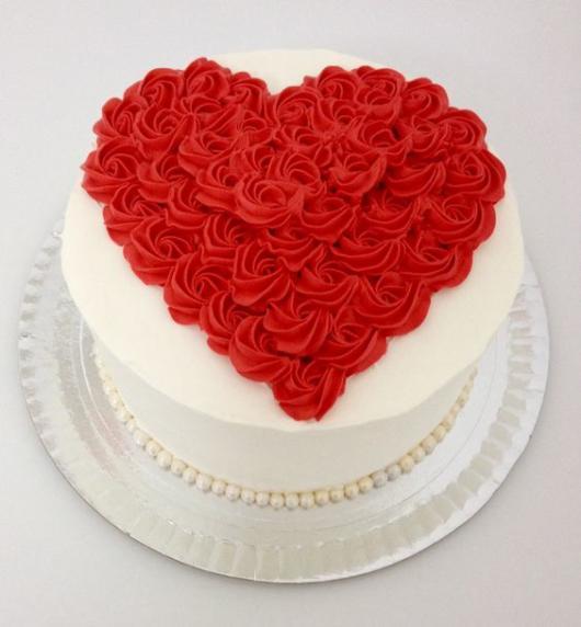 Bolo de coração para Dia das Mães: Com coração de flores