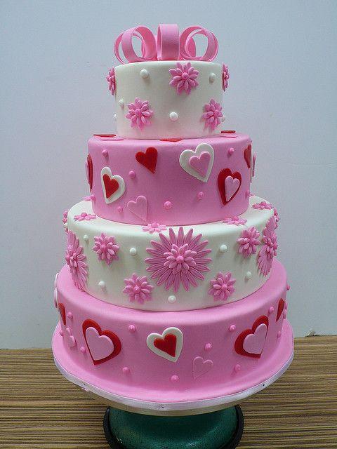 Bolo de coração de pasta americana: Rosa e branco