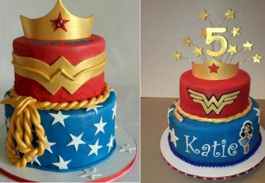 Dica de decoração de bolo fake da mulher maravilha utilizando coroa