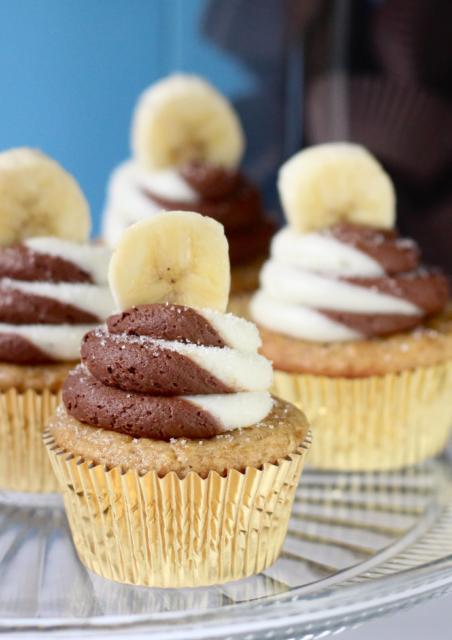 Dica de cobertura linda com chocolate para cupcake de bananas