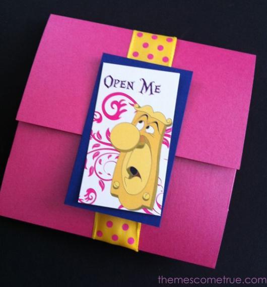 Convite Alice no País das Maravilhas: Rosa com fita amarela