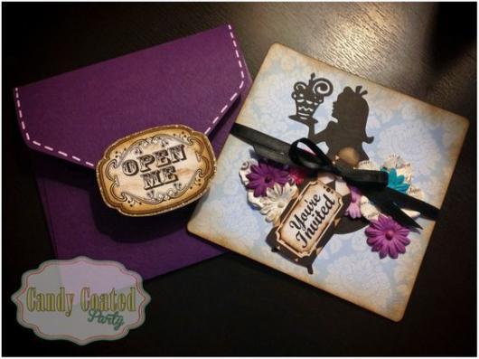 Convite Alice no País das Maravilhas: Roxo e dourado