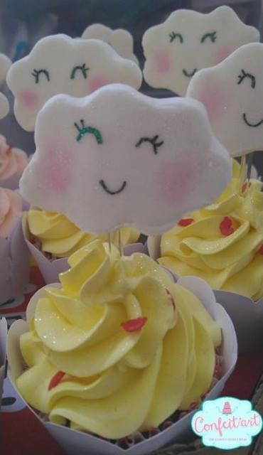 Cupcake Chuva de Amor: Decorado com pasta americana