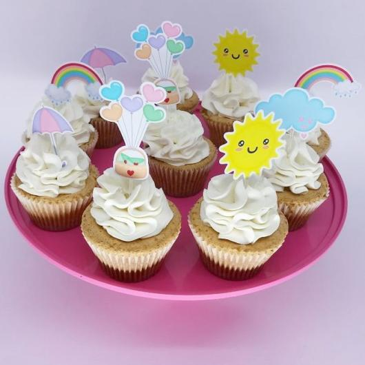 Cupcake Chuva de Amor: Decorado com chantilly e topper