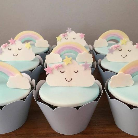 Cupcake Chuva de Amor: Decorado com pasta americana azul