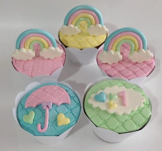 Cupcake Chuva de Amor: Decorado com pasta americana verde
