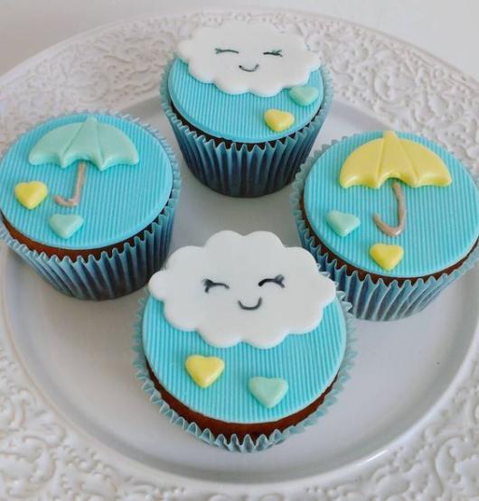 Cupcake Chuva de Amor: Decorado com aplique de guarda chuva