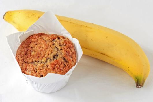Aposte no cupcake de banana com aveia para inovar no menu da festa
